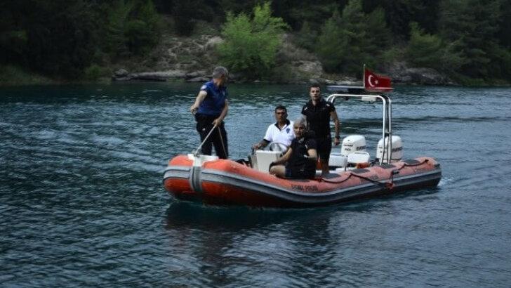 Adana'da göle giren genç kayboldu