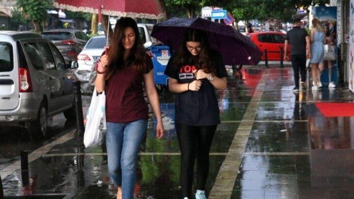 Adanalılar yaz yağmuruyla serinledi
