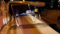 Dur ikazına uymayan sürücü taziye çadırına çarptı