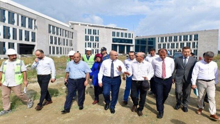 Vali Demirtaş Ceyhan Devlet Hastanesinin İnşaatını İnceledi