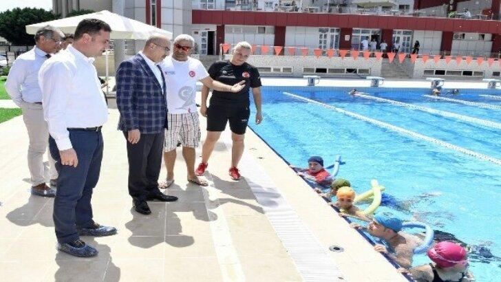 Vali Demirtaş, spor salonlarında incelemelerde bulundu
