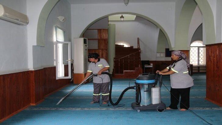 Yüreğir'deki ibadethanelerde bayram temizliği