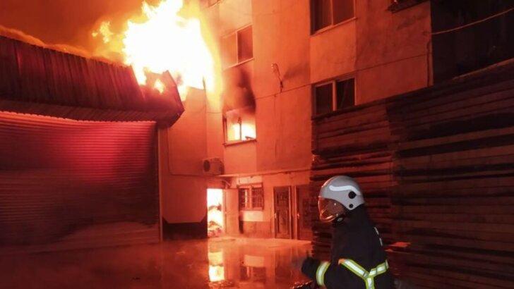 Adana'da korkutan yangın! Evler tahliye edildi