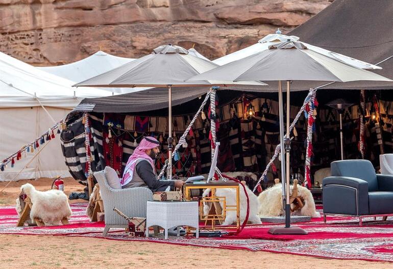 Suudi Arabistan veliaht prensi Davosa çölden katıldı