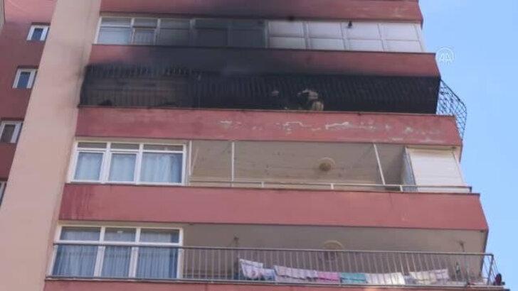 Adana'da evlerinde çıkan yangını söndürmeye çalışan anne ile iki çocuğu dumandan etkilendi