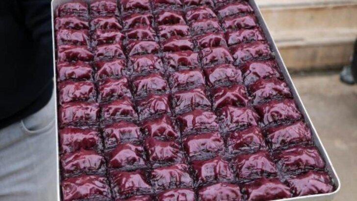 'Mor baklava' üretti, siparişlere yetişemiyor