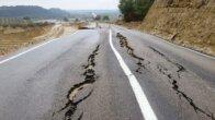 Adana'da Kozan-Feke kara yolunda heyelan nedeniyle ulaşım aksadı