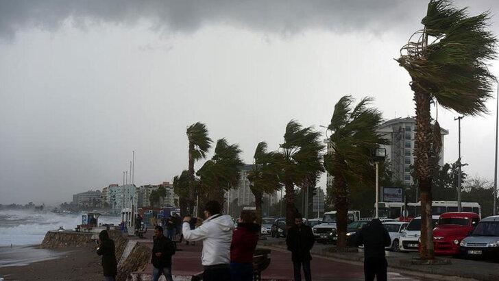 Akdeniz için fırtına ve kuvvetli yağış uyarısı