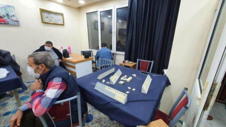 Güvenlik kameralı kahvehanede kumar oynayan 30 kişiye ceza