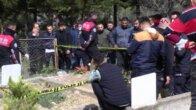 Dün toprağa verdiği eşinin mezarı başında, oğlunun cesedini buldu