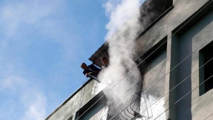 Yangında, çocuklarının evde mahsur kaldığını zanneden anne, büyük korku yaşadı