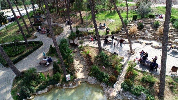 Yasağın kalktığı Adana'da piknik alanları doldu taştı