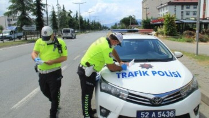 Adana'da Nisan ayında bin 636 araç trafikten men edildi