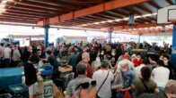 Adana'da semt pazarlarına akın oldu, tedbirler hiçe sayıldı