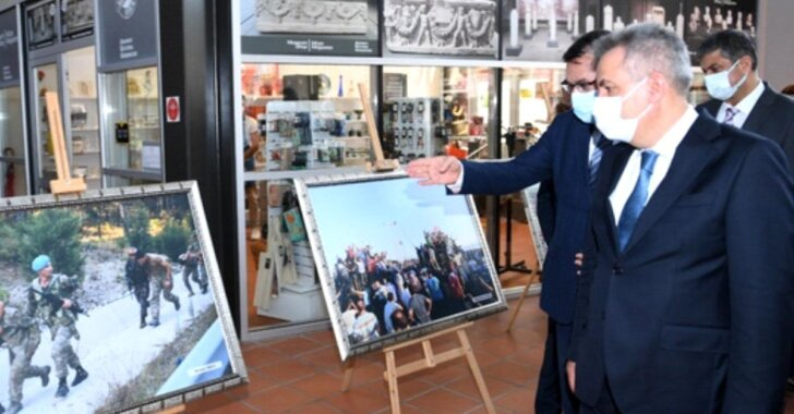 Adana'da 15 Temmuz Demokrasi ve Milli Birlik Günü kapsamında '15 Temmuz' konulu fotoğraf sergisi açıldı