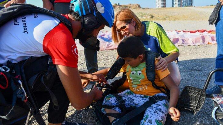 Engelli çocukların yamaç paraşütü hayali Adana'da gerçek oldu