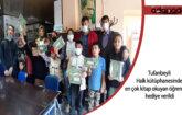 Adana'da halk kütüphanesinde en çok kitap okuyan öğrencilere hediye verildi