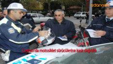 Ceyhan'da motosiklet sürücülerine kask dağıtıldı
